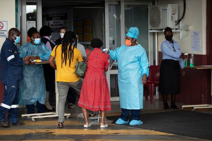 L'Afrique du Sud devrait recevoir ses premiers vaccins, un million de doses en janvier puis un demi-million le mois suivant. Le gouvernement espère vacciner les deux tiers de sa population d'ici la fin de l'année.