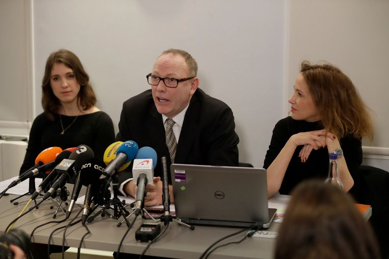 Advocaten Ben Emmerson (midden), Rachel Lindon (rechts) en Jessica Jones stappen naar de werkgroep van de Verenigde Naties rond willekeurige opsluitingen.