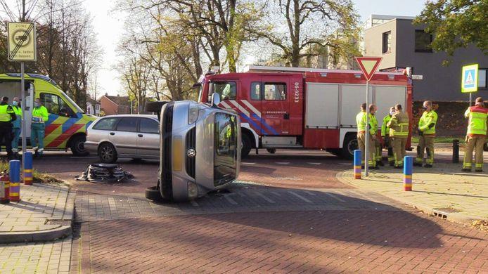Bij het ongeluk in Lichtenvoorde kwam een Volkswagen op zijn kant terecht. Niemand raakte gewond.