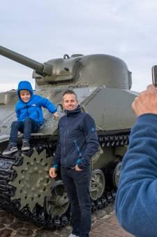 Dé Tank is terug in Westkapelle en wat ziet ie er weer gelikt uit