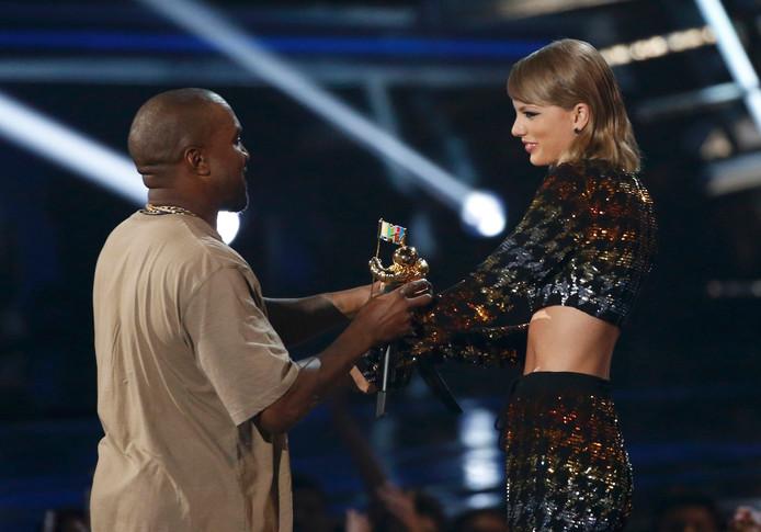 Taylor Swift en Kanye West in 2015
