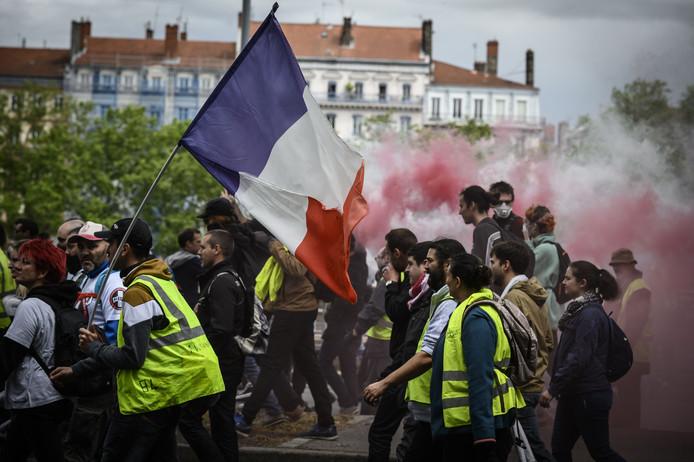 """Le mouvement des """"gilets jaunes"""", qui a secoué la France pendant sept mois, a eu un impact relativement """"modéré"""" sur l'économie française en général, mais """"considérable"""" voire """"ineffaçable"""" pour certaines entreprises ou secteurs."""