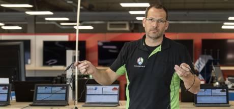 Boef vernielt Multimedia Center in Almelo voor 10 laptops: 'We krijgen hem wel te pakken'