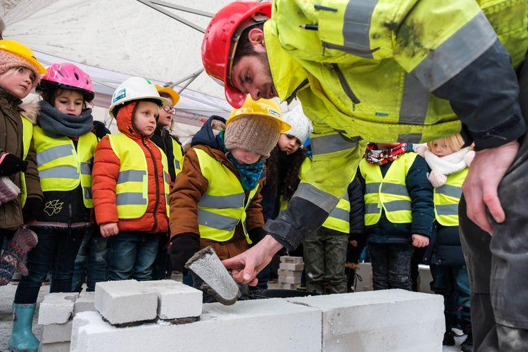 De bouwvakkers van bouwbedrijf Van Roey geven het goede voorbeeld.