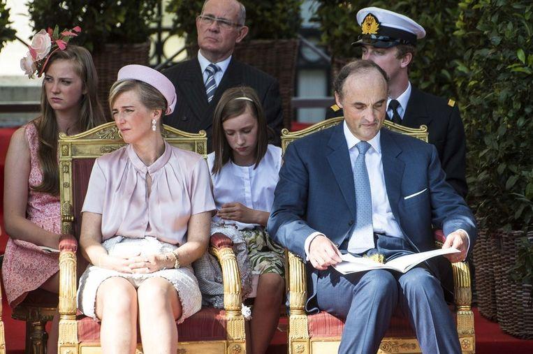 Prinses Astrid en prins Lorenz tijdens de militaire parade ter gelegenheid van haar broer Filips troonsbestijging.