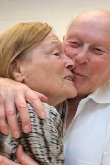Al ruim zestig jaar op elkaars lip, maar nog steeds zijn deze Zeeuwen in voor een dikke 'toot'