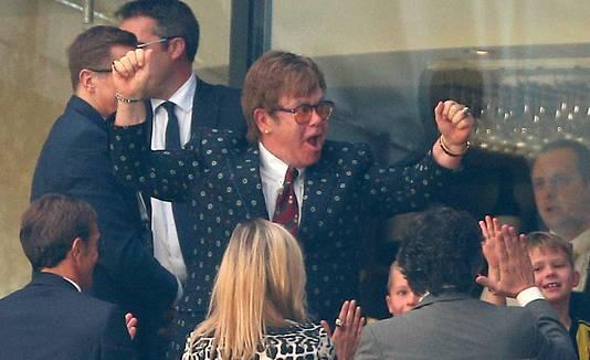 Elton John geniet van het succes van Watford.