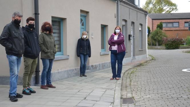 """Bewoners zijn slechte toestand Bosstraat beu: """"Het lijkt alsof we een Brusselse achterbuurt zijn"""""""