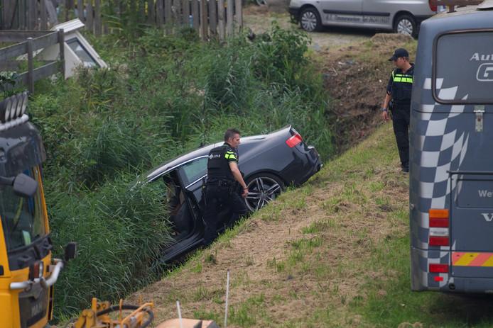 Na de schietpartij op het Alphense woonwagenkamp belandde de auto van de schutter in een sloot. Hijzelf vluchtte en meldde zich enkele dagen later alsnog bij de politie.