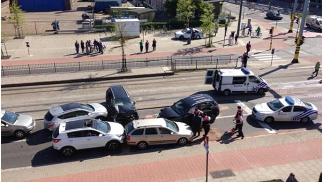 Porsche Cayenne crasht spectaculair na achtervolging