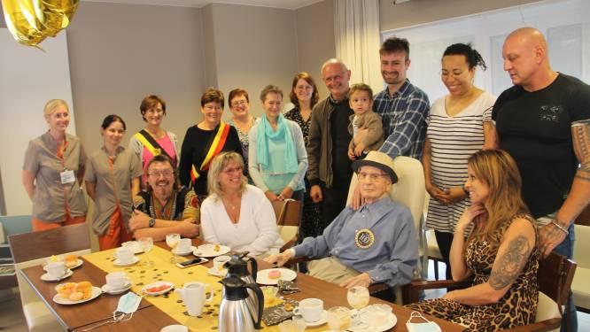 """William overleefde ooit vijfvoudige hersenbloeding en viert nu zijn 100ste verjaardag: """"Hij genas wonderbaarlijk na een gebed"""""""