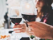 Blauwe mond na het drinken van rode wijn? Zo kom je er van af