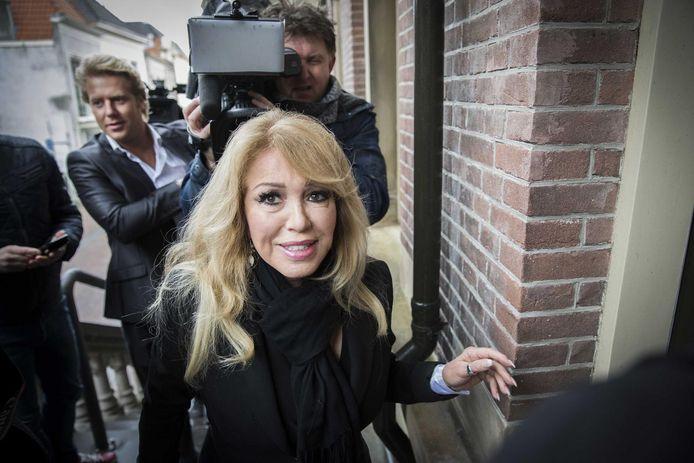 Patricia Paay bij de rechtbank in Haarlem.