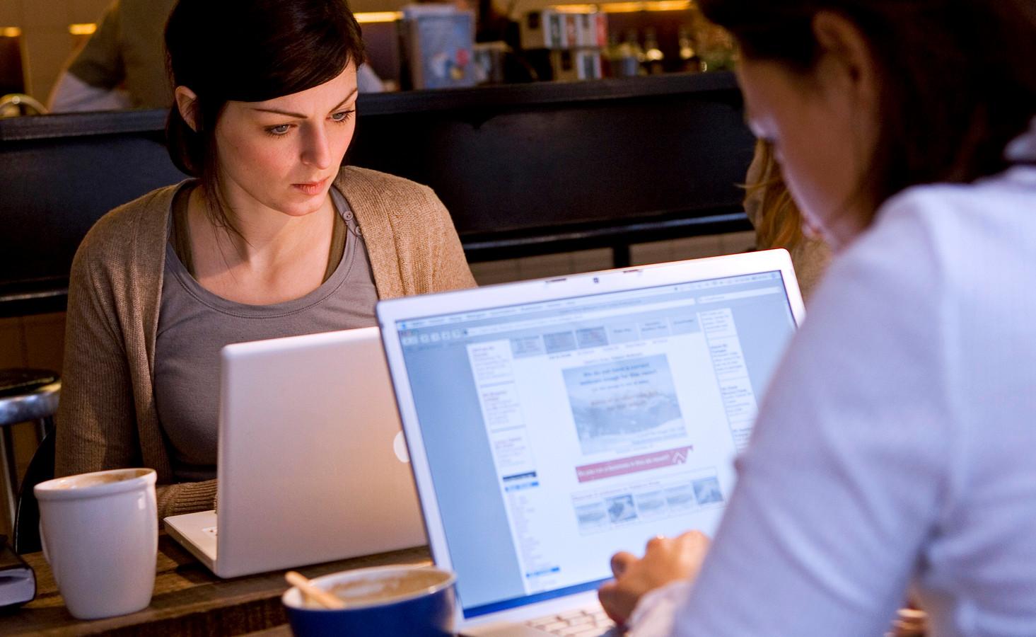Gehoopt wordt dat dat mensen met een laptopje gaan zitten werken of studeren in de buurtcentra.