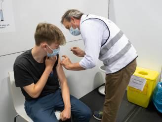 Quinten krijgt 50.000ste prik in vaccinatiecentrum Klein-Brabant