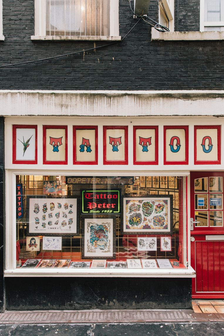 In deze tattooshop werkt Michels makker Eddy.  Beeld Kevin Faingnaert