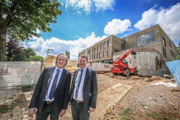 Noël Selis en Joris Hindryckx, op de werf voor de nieuwbouw.