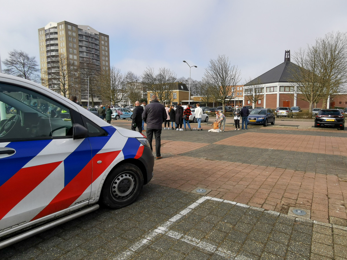Boze inwoners van Krimpen aan den IJssel hebben vandaag gedemonstreerd tegen de predikant van de Krimpense Mieraskerk.
