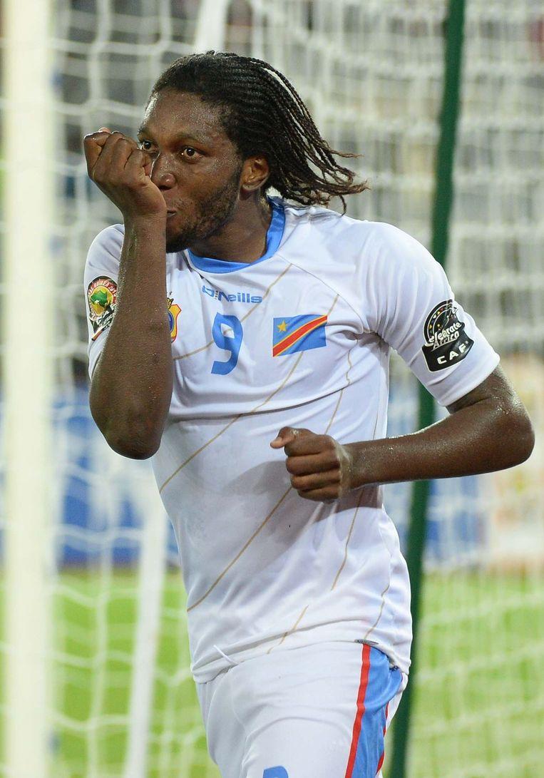 Dit beeld van een juichende Mbokani in het Congolese shirt is er een voor de geschiedenisboeken Beeld afp