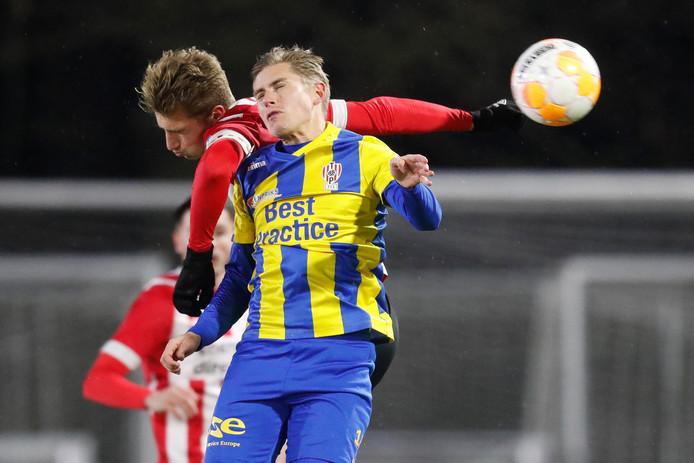 Dennis Janssen in actie tegen Jong PSV.