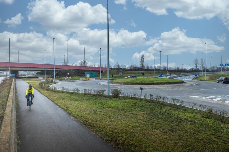 In Zwijnaarde passeert heel wat vrachtverkeer door de twee aanliggende industriegebieden.