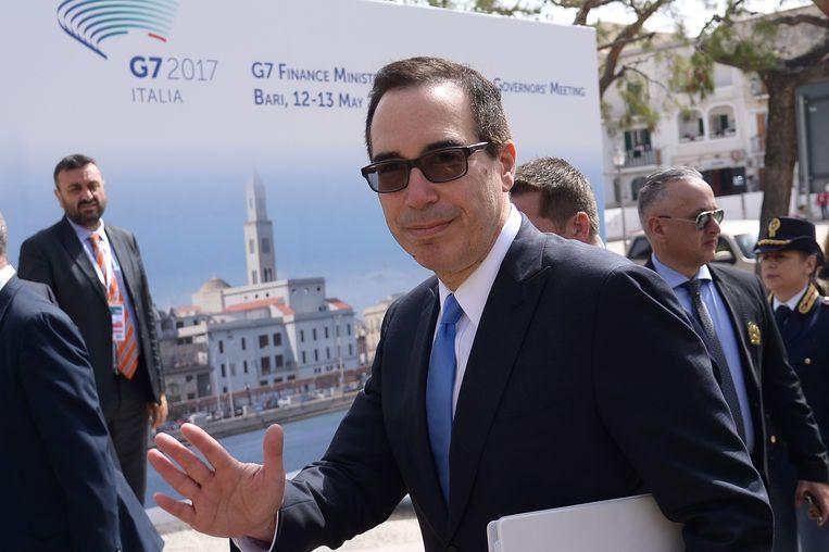 De Amerikaanse minister van Financiën Steven Mnuchin komt aan op de G7-top in Bari, Italië. Beeld AFP