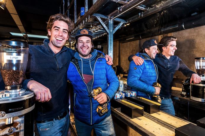 Bar Cava aan de Ganzenmarkt 12. Links eigenaar Joep van den Bersselaar (24) en rechts mede-eigenaar Maarten Agterberg (34).