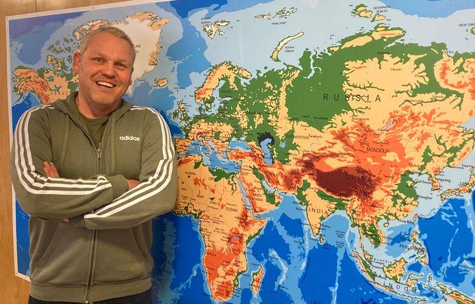 Dennis Verwoert is interim leerkracht en heeft in twee jaar tijd al ruim vijftig scholen gezien.