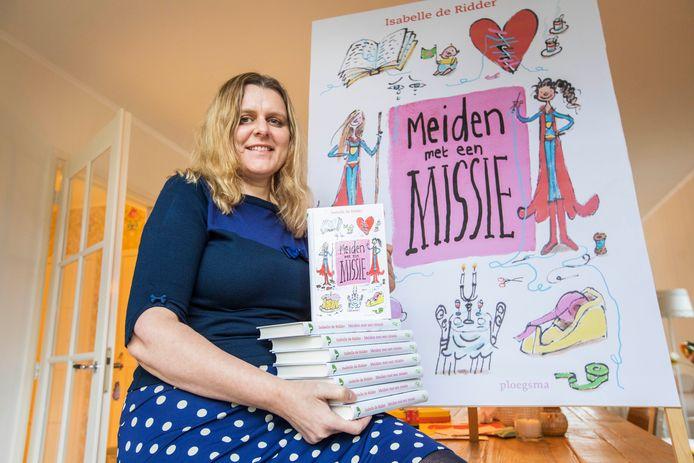 Kinderboekenschrijfster Isabelle de Ridder met haar nieuwe kinderboek Meiden met een missie.