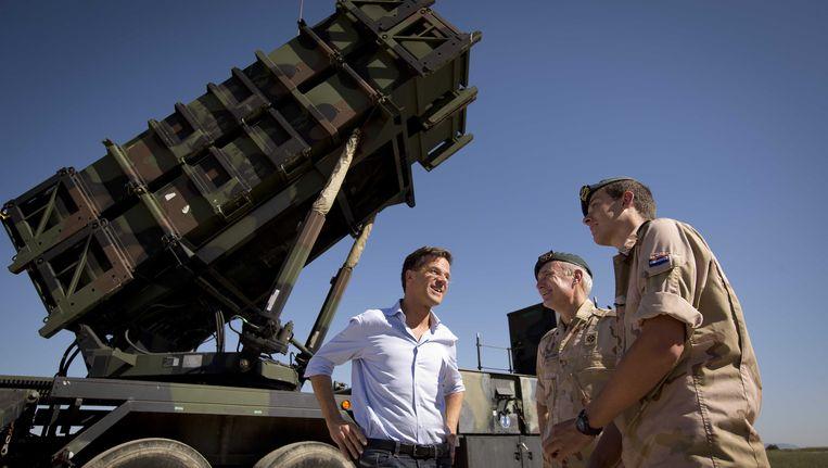 Premier Mark Rutte brengt in oktober vorig jaar een bezoek aan de Patriotmissie in het Turkse Adana. Beeld ANP