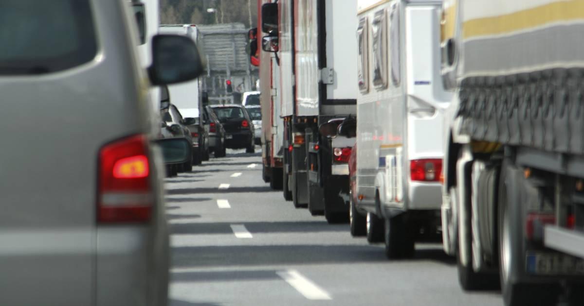 Ruim uur vertraging op A58 door ongeluk met vrachtwagen.