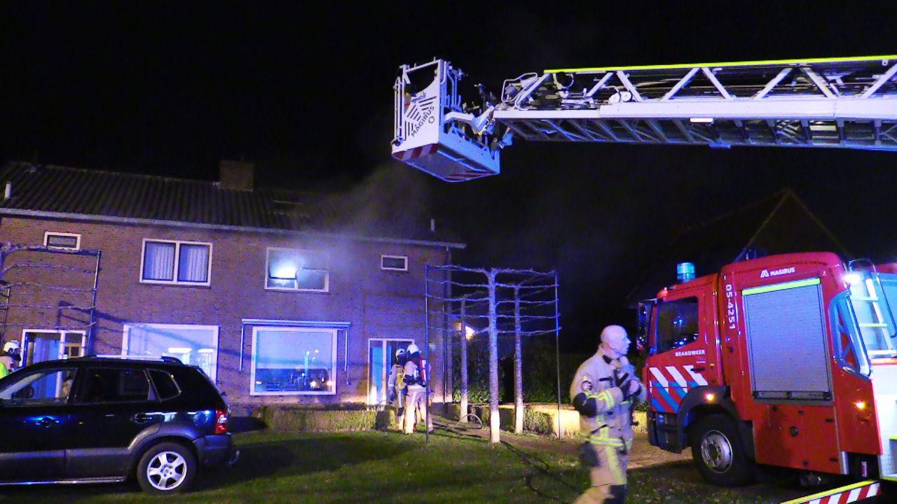 Er kwam veel rook vrij bij de woningbrand in Losser