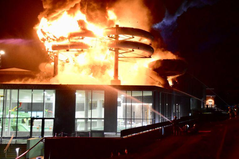Het nachtelijk inferno richtte zware schade aan.