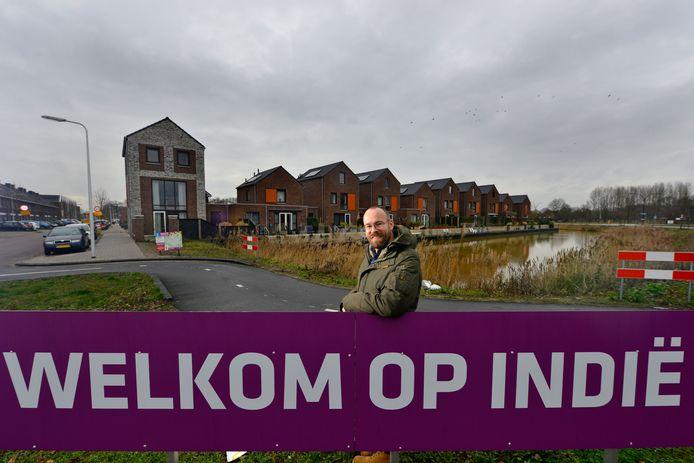 Docent Andries Zomer woont op Indië in Almelo: 'Hier gaan we voorlopig niet weg'.