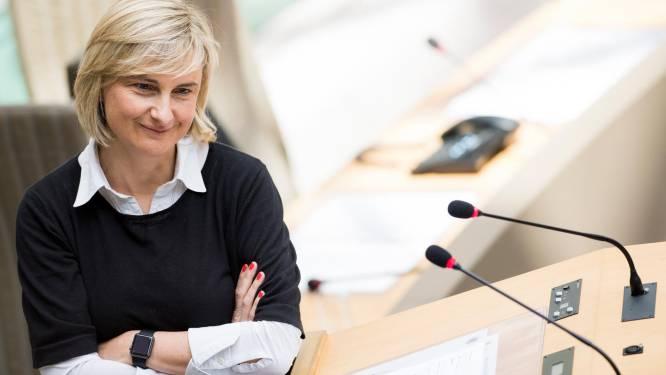 Crevits wil beroep van leerkracht aantrekkelijker maken en pleit voor meer burgerschapsvorming