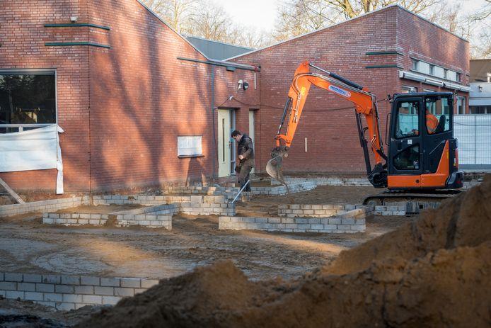 De aanbouw in wording bij basisschool De Harlekijn