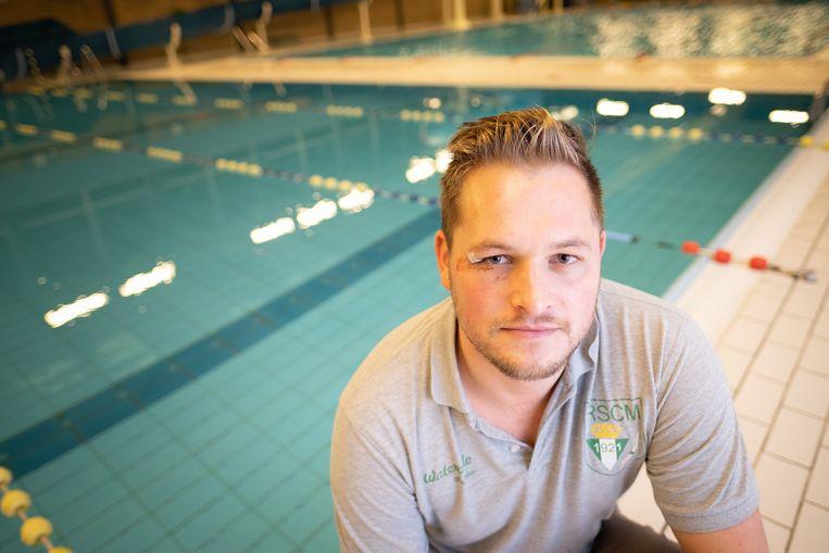 William Wittevrongel in het Stedelijk Zwembad Geerdegemvaart, waar hij afgelopen weekend tijdens een waterpolowedstrijd meermaals in het gezicht werd geslagen.