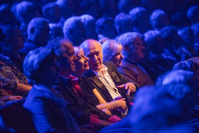Peter Koelewijn nam eerst plaats tussen het publiek. Foto: Ton van de Meulenhof