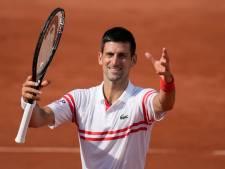 Djokovic overtuigend naar derde ronde op Roland Garros: 'Tevreden met mijn niveau'