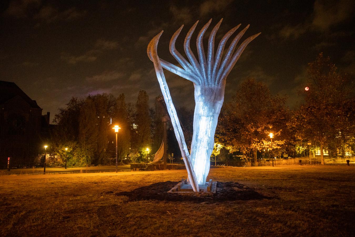 Eindhoven - Nieuw monument voor oorlogsheld Jan Zwartendijk dat nu nog bij het Eindhovensch Kanaal staat