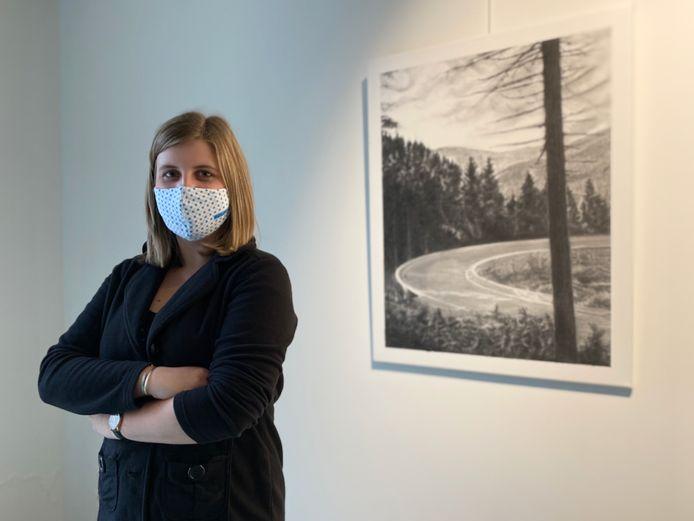 Kunstenares Julie Booms (28) opent morgen in CC Ter Dilft in Bornem haar tentoonstelling 'The Eyes Of Time'.