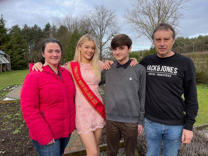 Gesteund door mama Iris, papa William en broer Yentl dingt Kaylee  uit Zichem naar het kroontje van Miss België.