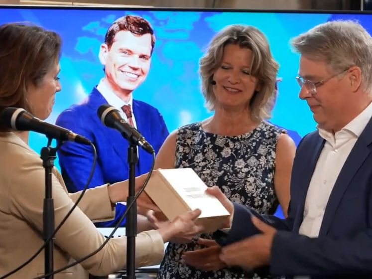 Nieuwsuur wint Nipkowschijf: 'Ontzettend blij, het is een krankzinnig jaar geweest'