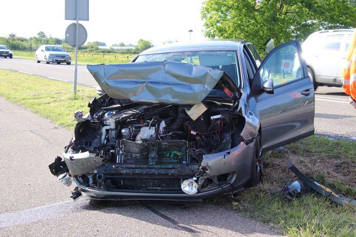 Het voertuig raakte zwaar beschadigd bij de botsing.