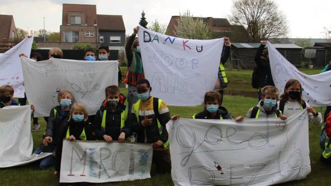 """""""Jullie zijn helden"""": basisschool Cade steekt vrijwilligers van vaccinatiecentrum hart onder de riem"""