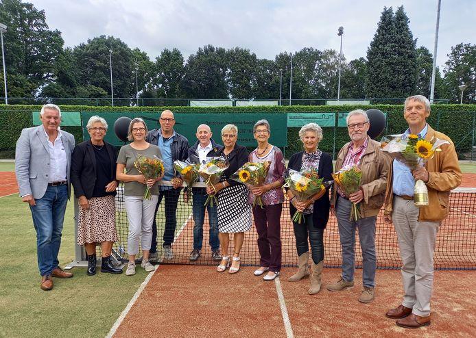 Tennisvereniging Groesbeek huldigde 13 jubilarissen tijdens afsluiting feestweek.