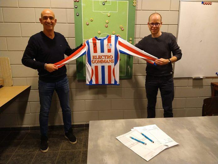 Arno Willems (links) bij zijn presentatie als trainer van SVOC'01.