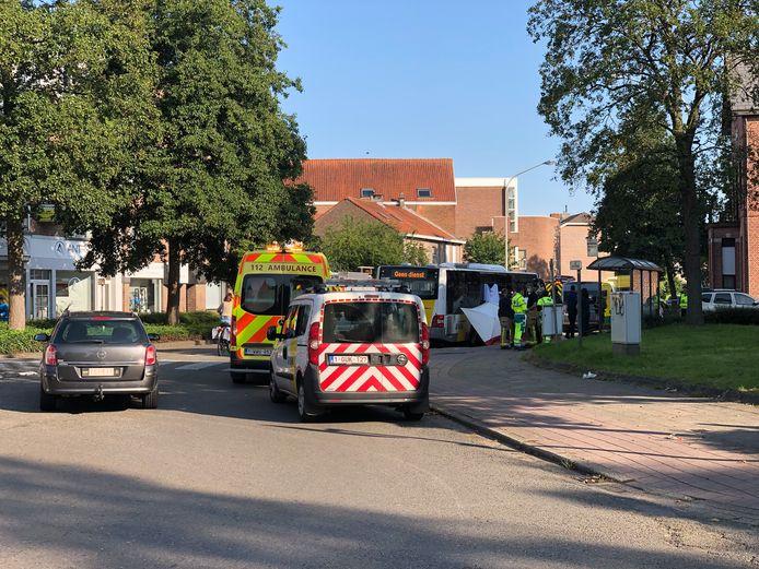 Het ongeval gebeurde vlak bij het bushokje in de Oude Godstraat.
