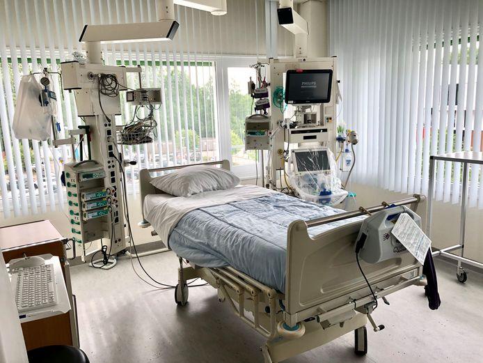 Een van de corona-intensive carekamers in het LangeLand Ziekenhuis in Zoetermeer