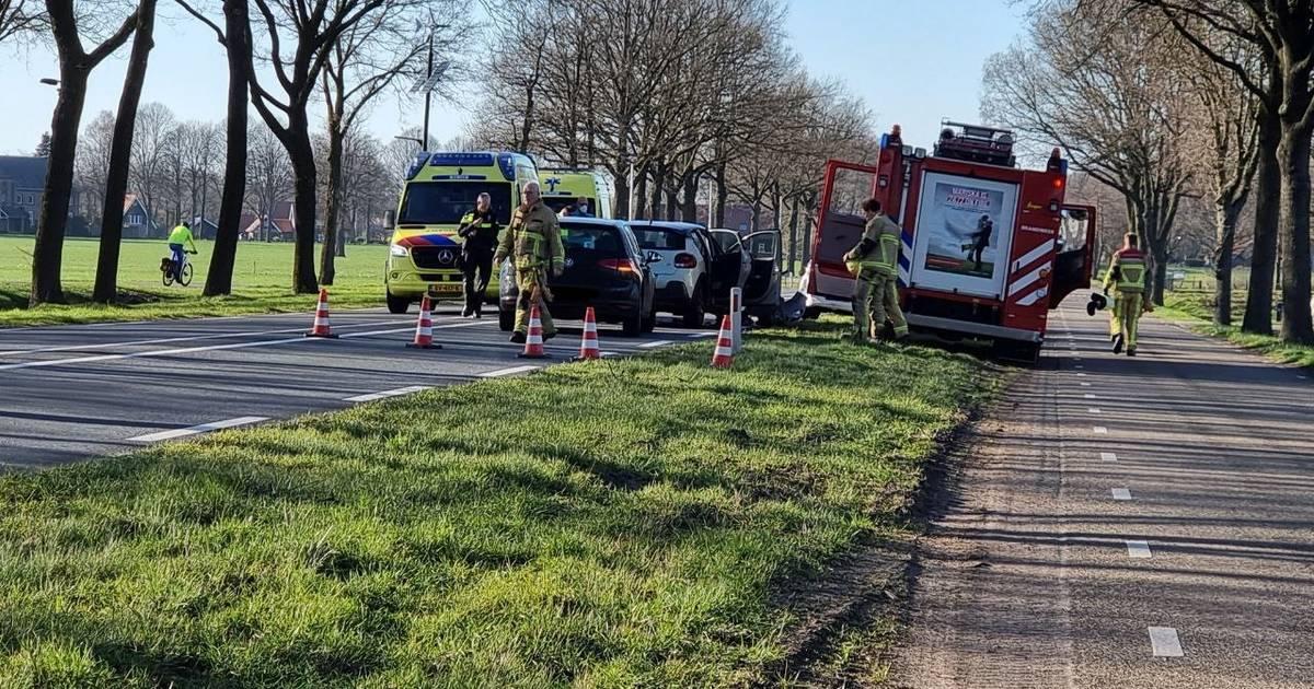 Flinke schade na aanrijding op N743 tussen Borne en Zenderen.